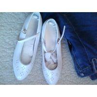 Полусапожки деми для девочки 36 -37р,туфли 33 р и Джинсы подростковые( лот)