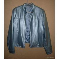 Куртка из голубого перламутрового кожзама