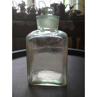 Бутылка штоф старый медицинский мерный, со шкалой, 0.5 литра, родная крышечка, стекло зеленоватого цвета