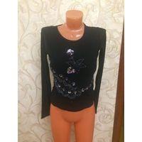 Нарядная блуза на рост 158-164 черного цвета, очень красиво смотрится, из двойной сетки, с интересной вышивкой. Замеры: длина 53 см, длина рукава 59 см, ПОгруди 38 см. Состояние б/у вещи, хорошее.