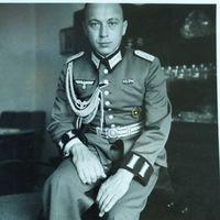 Обер-лейтенант в парадной форме с 1 руб. без м.ц.