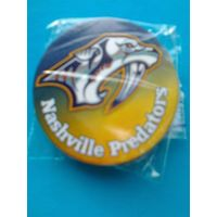 "Значок с логотипом клуба НХЛ - ""Нэшвилл Предаторз""."