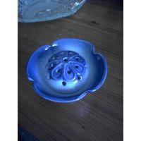 Керамическая вазочка синего цвета оригинального дизайна