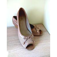 Туфли женские. б.у. Размер 41 - примерно на 39. Без обмена.