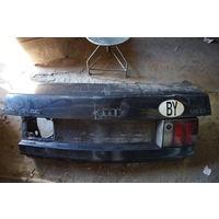 Крышка багажника AUDI 80. Немного ранена.