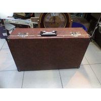 Хороший чемодан с уголками 60*36*17 см