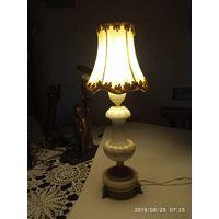 Лампа старинная настольная .Франция.Белый мрамор бронза.