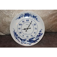 Кварцевые , настенные, часы-тарелка, фарфор, времён СССР, диаметр 25 см, рабочие, тарелка без дефектов.