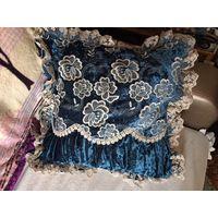 Наволочка декоративная на диванную подушку плюш цвет морской волны с кружевами