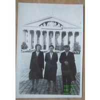 Минск. Фото на Центральной площади. 1960-е. 8.5х12 см