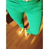 Брюки капри джинс зелёные. Цвет этого года р.М