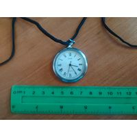 """Часы-кулон женские """"Заря"""" ,СССР, (часто использовались как служебные в медицине - на ремешке)"""