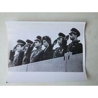 Фото космонавтов: Попович, Титов, Николаев, Терешкова, Гагарин, Быковский, 1963 г. переснято с оригинала