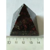 Пирамида эвдиалит