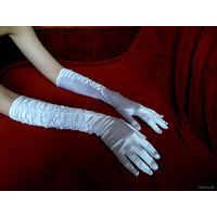 Перчатки Атласные- вечерние- можно надеть, как на свадьбу- так и просто на выход под коктельное платье, имеются в трёх цветах: Белые, Серебристый металлик и Красные-ценна указанна за одну пару!