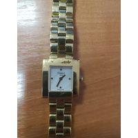 Швейцарские женские часы TISSOT б/у