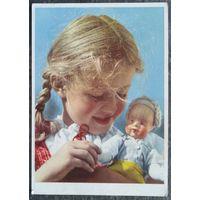 Девочка с куклой. Германия 1950-е. Подписана