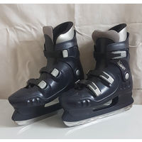 Коньки мужские р-р 43-44, прочный пластик и мягкая внутренняя отделка хорошо защищает ноги.