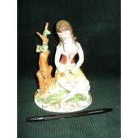 Статуэтка Девушка с бабочкой