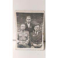 Фото троих боевых товарищей