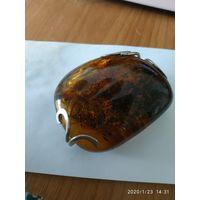 Шикарный кулон из природного янтаря.