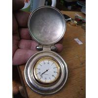 Кварцевые часы в мельхиоровом корпусе.