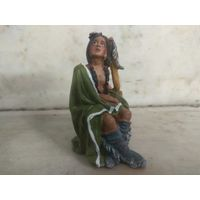 Статуэтка Индеец сидящий в плаще
