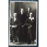 Семейное фото. 1930-е? 8х13 см