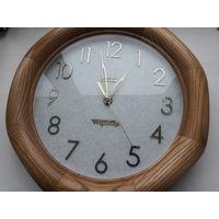 Часы настенные в дубовой раме из массива.