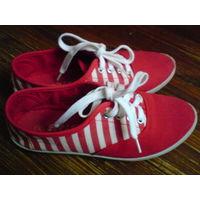 Теннисные туфли(кеды)35 размер