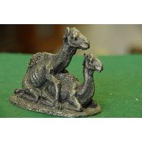 Статуэтка оловянная    Верблюды