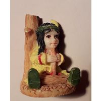 Фигурка девочки индианки с дудочкой