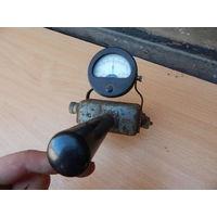 Измерительный прибор с вилкой - вольтметр СССР