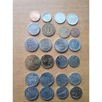 Набор монет разных стран.