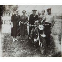 Мотоцикл фото на память 1950-е