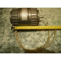 """Электродвигатель АВЕ-042-2М на """"лапах"""". 220 вольт."""