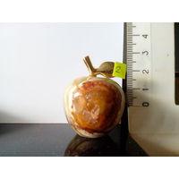 Яблочки из мраморного оникса.4.5см