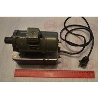 Электродвигатель для наждака 220 V, 8000об/мин.Размер 16х18 см.