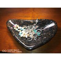 Чаша из натурального камня для драгоценностей, мелочи, ключница. Ручная работа.