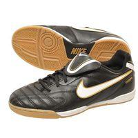Кроссовки юниорские ( можно для женщин)  Nike Tiempo предназначены для игры в зале. Классическая модель, самая доступная из линейки Tiempo. Верх выполнен из синтетической кожи. Мягкая стелька из ЭВА д