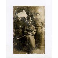 Cоветы   Фото РККА  буденовка-с царской драгункой  1918-24