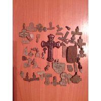 Крест и старинные части крестиков иконок и плащениц