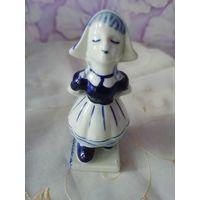 Фарфоровая фигура Девочка, 12 cм, Delft, клеймо, Голландия.
