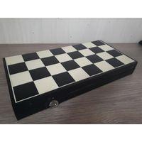 Доска футляр от советских подарочный шахмат. Большая. МЗПИ. Классические шахматы.