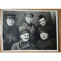 Фото группы военных. 1945 г. 8.5х11.5 см