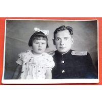 Фото офицера с девочкой. 9х13 см