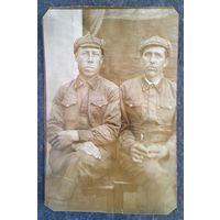 Фото двух военных. 5.5х8 см.