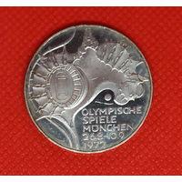 Монета 10 марок 1972 года. Олимпиада Мюнхен. Стадион. Серебро.