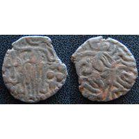 YS: Индия, династия Чола, медная монета, X век, Кришна, играющий на флейте (5)