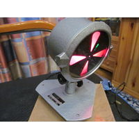 Фонарь сигнальный со светофильтрами в металлическом корпусе на подставке